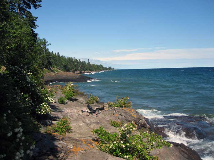 Shoredge Resort is situated on beautiful Carribeau Point along the Lake Superior Shore in Lutsen, Minnesota